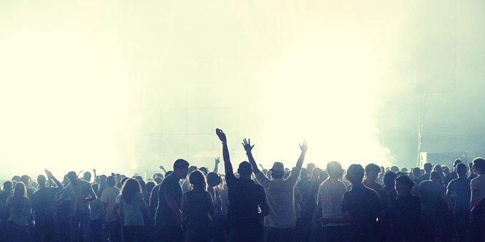 crowd-2361583__340