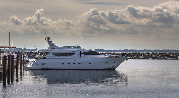 motor-yacht-2770341__340