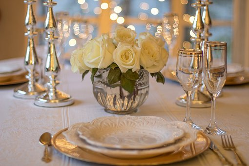 table-3018151__340