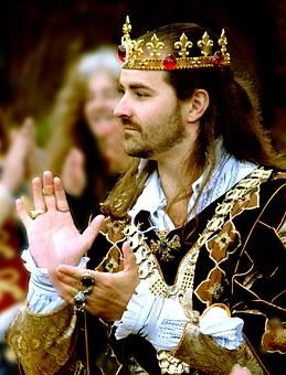 king-1073396__340