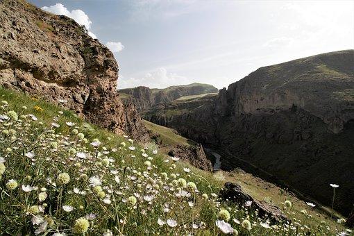 zahhak-castle-2793885__340