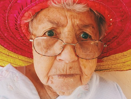 old-woman-945448__340