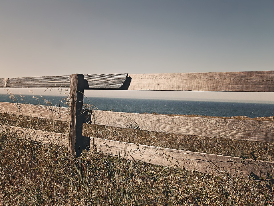 fence-238475_960_720