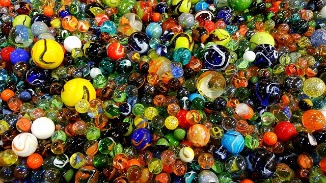 glass-marbles-3313001_640