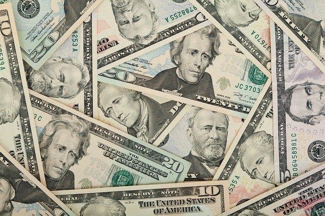 us-dollars-84594_640